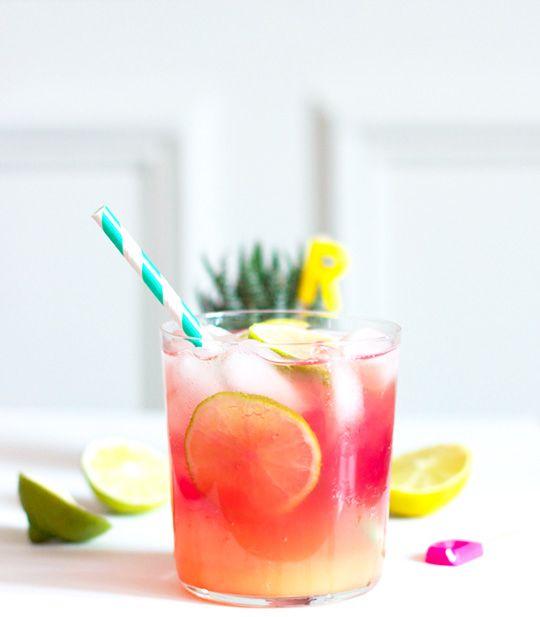 Cocktail Rio 1/2 Tasse Orangensaft 1/2 Tasse Limonade 1 Esslöffel Gerandinsirup 3 Scheiben Limetten