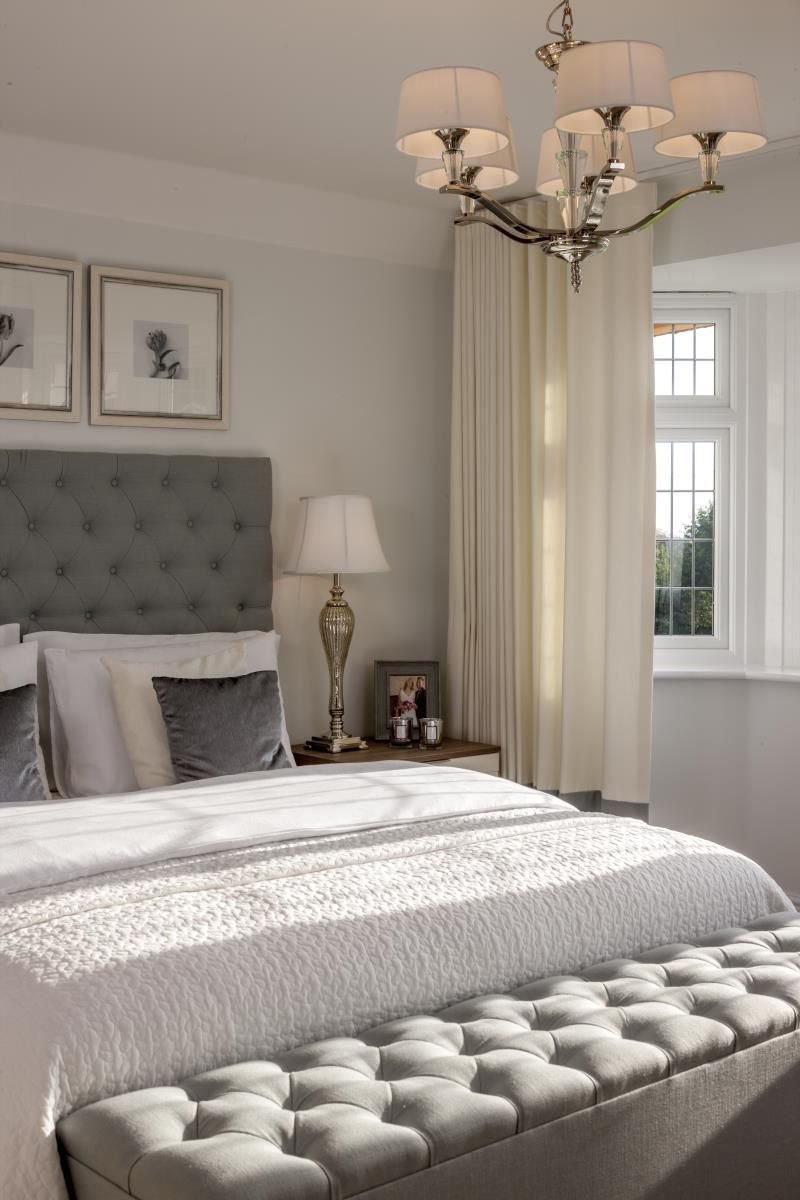 Stunning deep buttoned headboard and Ottoman hotlooks bedrooms