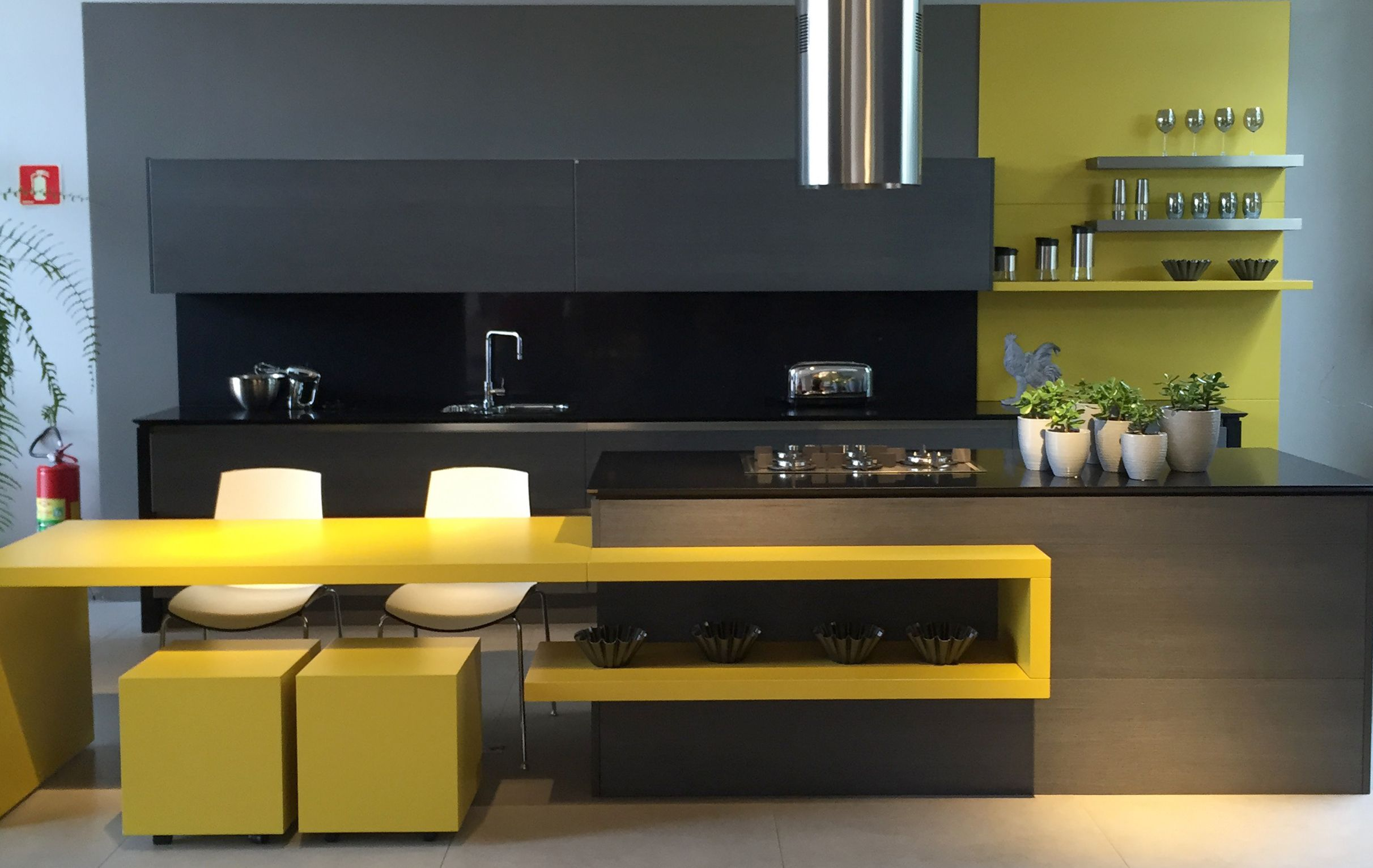 Walk through my visit to a luxury and high end show room, black and yellow kitchen