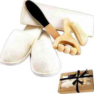 The Pamper five piece pampering #spa kit. For a day of pampering. Includes back scrubber, wood massager, foot scrubber, foot pumice and slippers. Price: Upgrade your business by clicking the picture and placing your order now. Price: $14.99