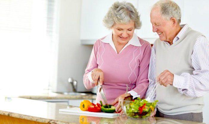 Resultado de imagen para perSONa comiendo dieta saludable
