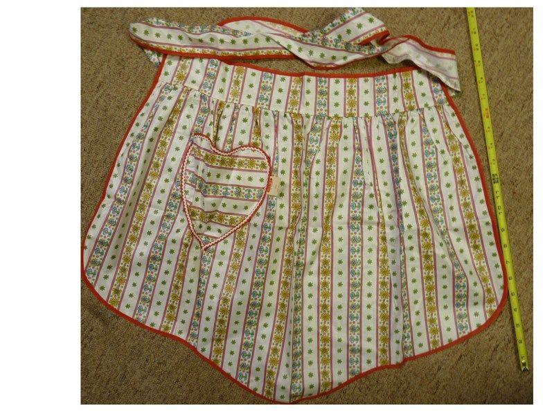 1 Ladies Vintage Red Christmas Seasonal Holiday apron handmade
