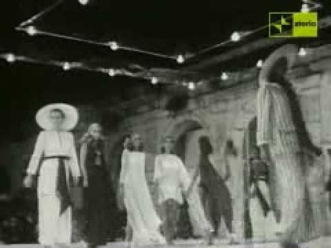 So epic..MareModa Capri '67/'76 Fashion show - when young fashion designers Valentino, Emilio Pucci, Livio de Simone, Mila Schön, Missoni, Krizia, Ferrè, Versace, Bulgari, Cerruti and many others began to show their summer fashion..amazing