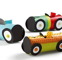 comment fabriquer une voiture en carton pour la f te des. Black Bedroom Furniture Sets. Home Design Ideas