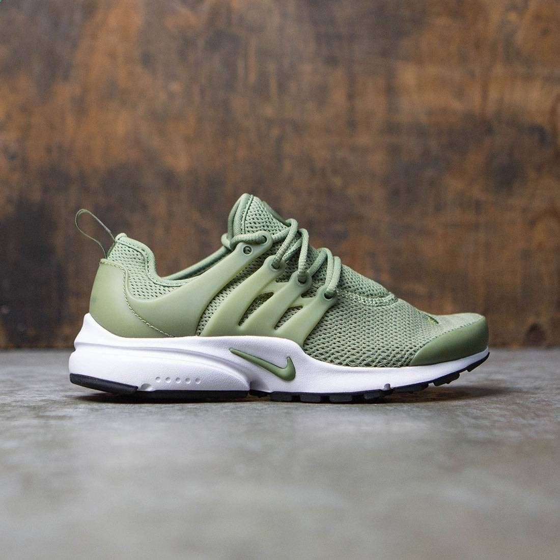 Head out in lightweight breathability in the Women's Nike Air Presto Shoe.  Its stretchy mesh upper delivers a sock-like fit, while its lightweight  foam ...