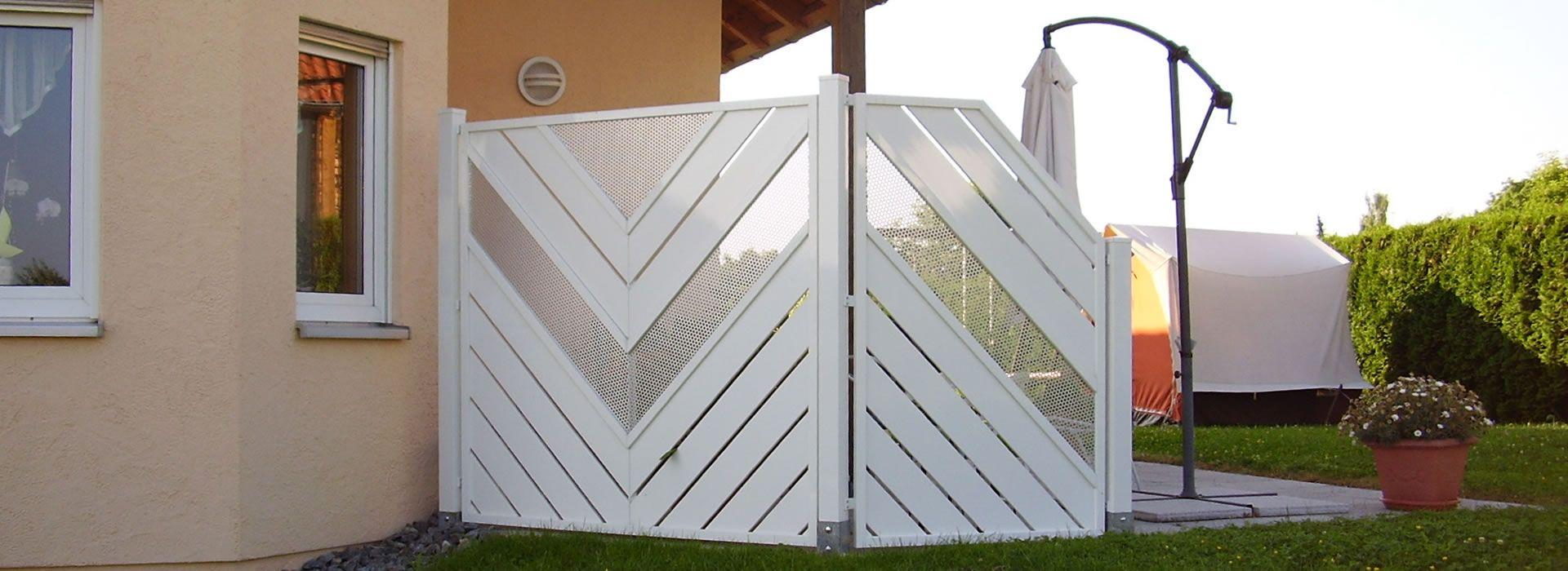 Dieser Balkon Sichtschutz dient gleichzeitig als