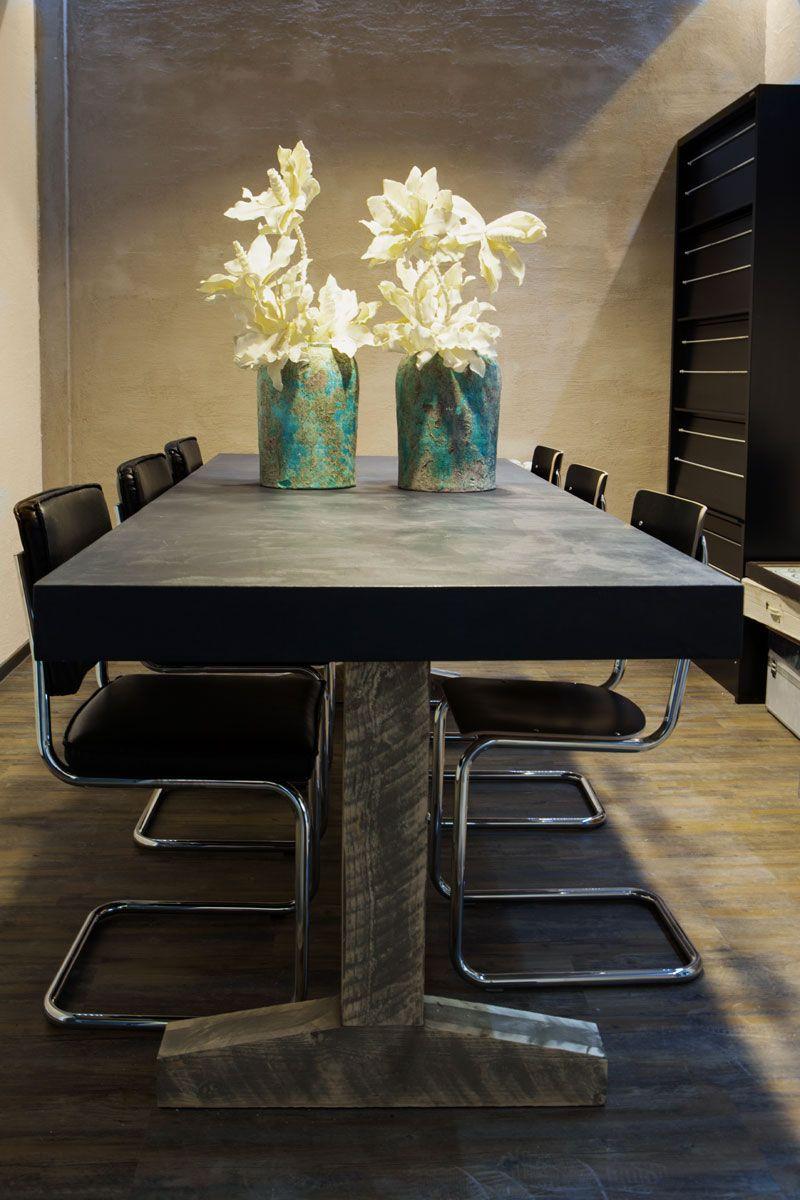 Grote betonlook eet kantoor tafel met houten onderstel beton cir pinterest - Grote ronde houten tafel ...