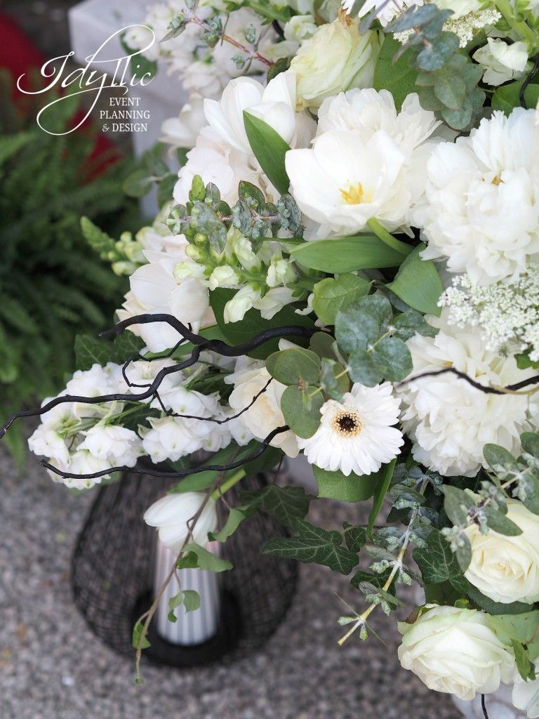 flower design in white, green and black color palette / organizare ...