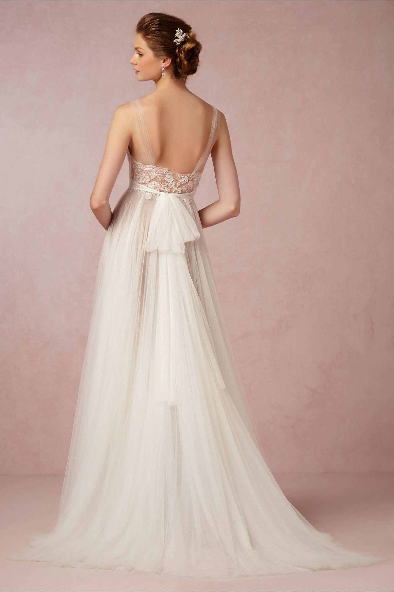 Los 17 vestidos de novia de estilo romántico que no querrás dejar ...
