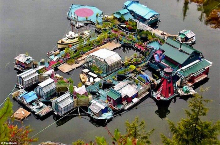 Família constrói casa flutuante e sustentável no meio do oceano   vivagreen