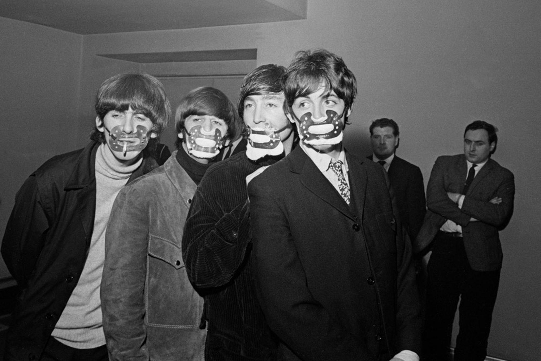 1965 Beatles en Máscaras Smog. Beatles, Paul mccartney