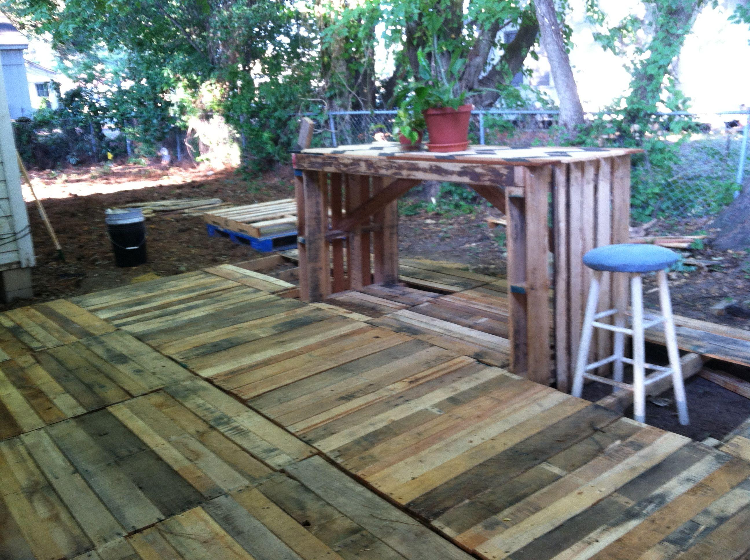 Diy Pallet Deck And Pallet Table Pallet Diy 400 x 300