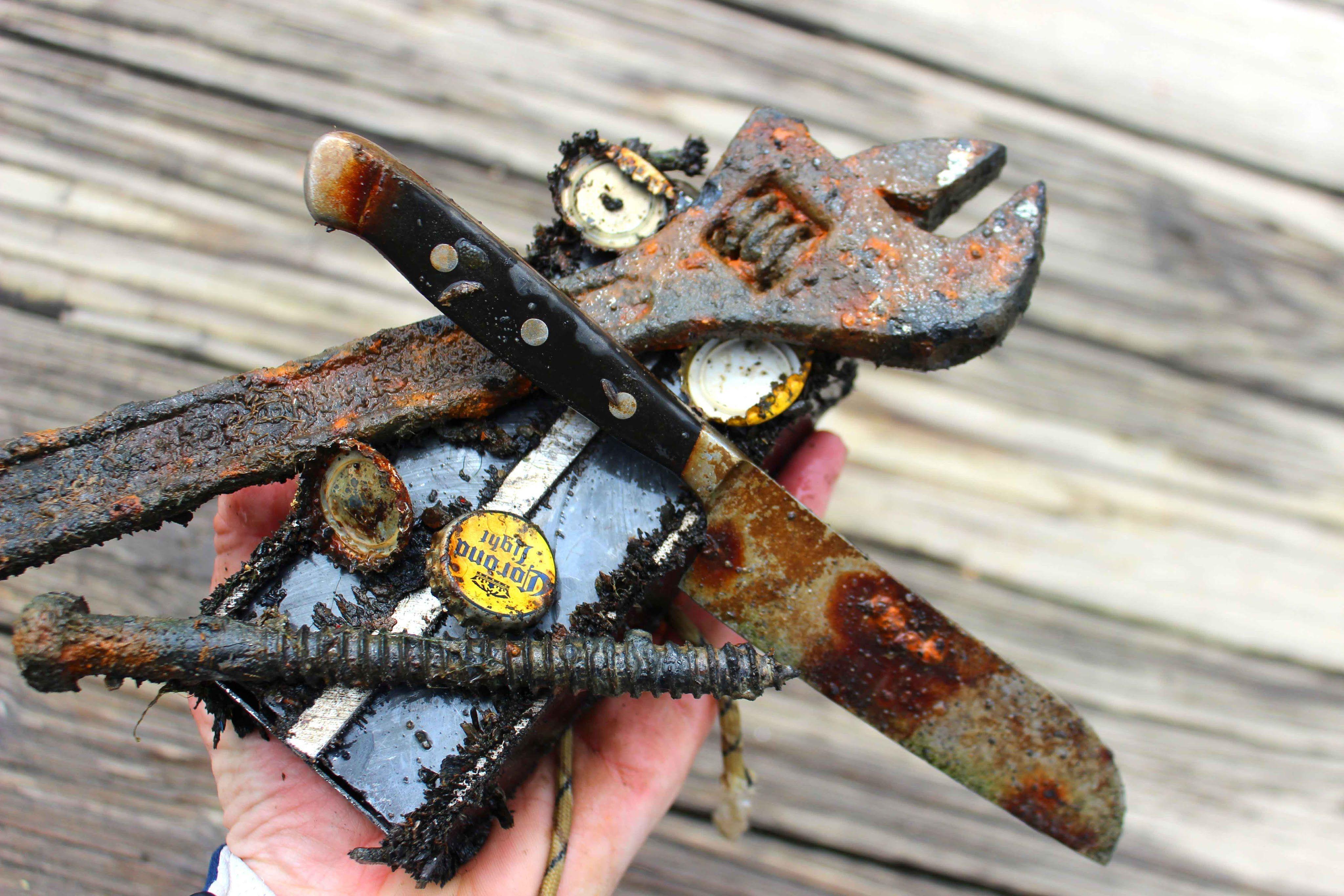 Fishing treasure relic hunting with