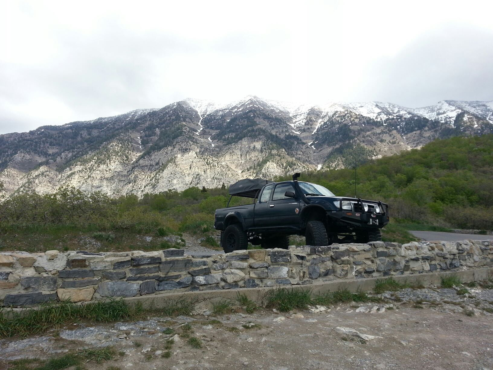 Nicks old Toyota Tacoma SAS( Solid axle swapped) Roof top