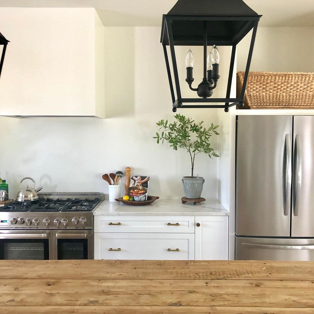 Amy Rustic Luxe On Instagram My New Favorite Foliage The Infamous Live Oak And Unlike Eucalyptus It S Everywhere Here In The Rustic Luxe Live Oak Kitchen