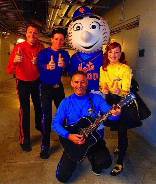 We met,Mr Met! | The wiggles, Mickey mouse, Kiddos