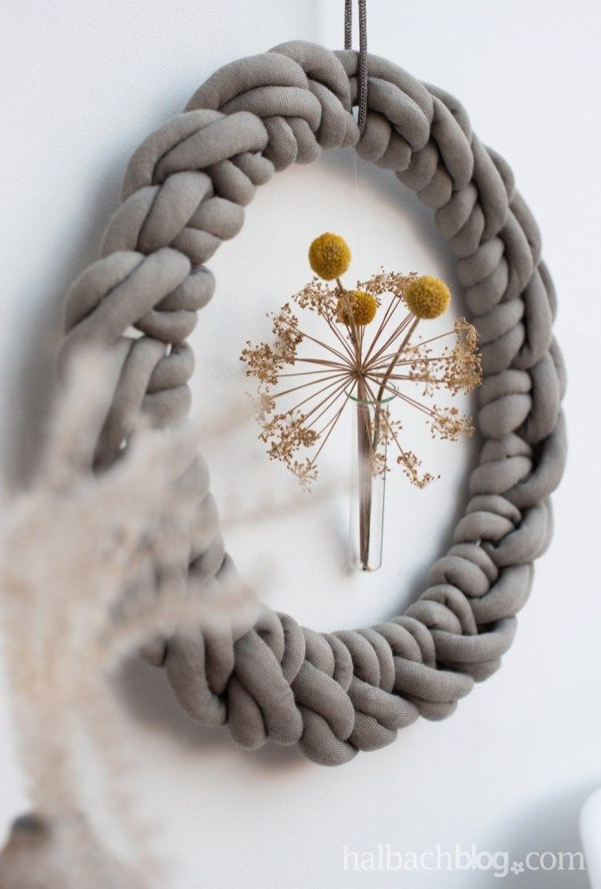 Photo of Halbachblog I macrame wreath made of XL knitted tube I DIY instructions