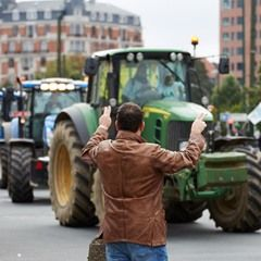 European farmers stage protest in central Brussels