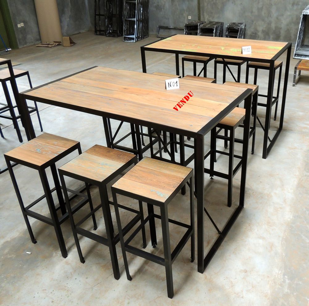 Table bar style industriel en m tal et vieux bois recycl for Table bar haute bois