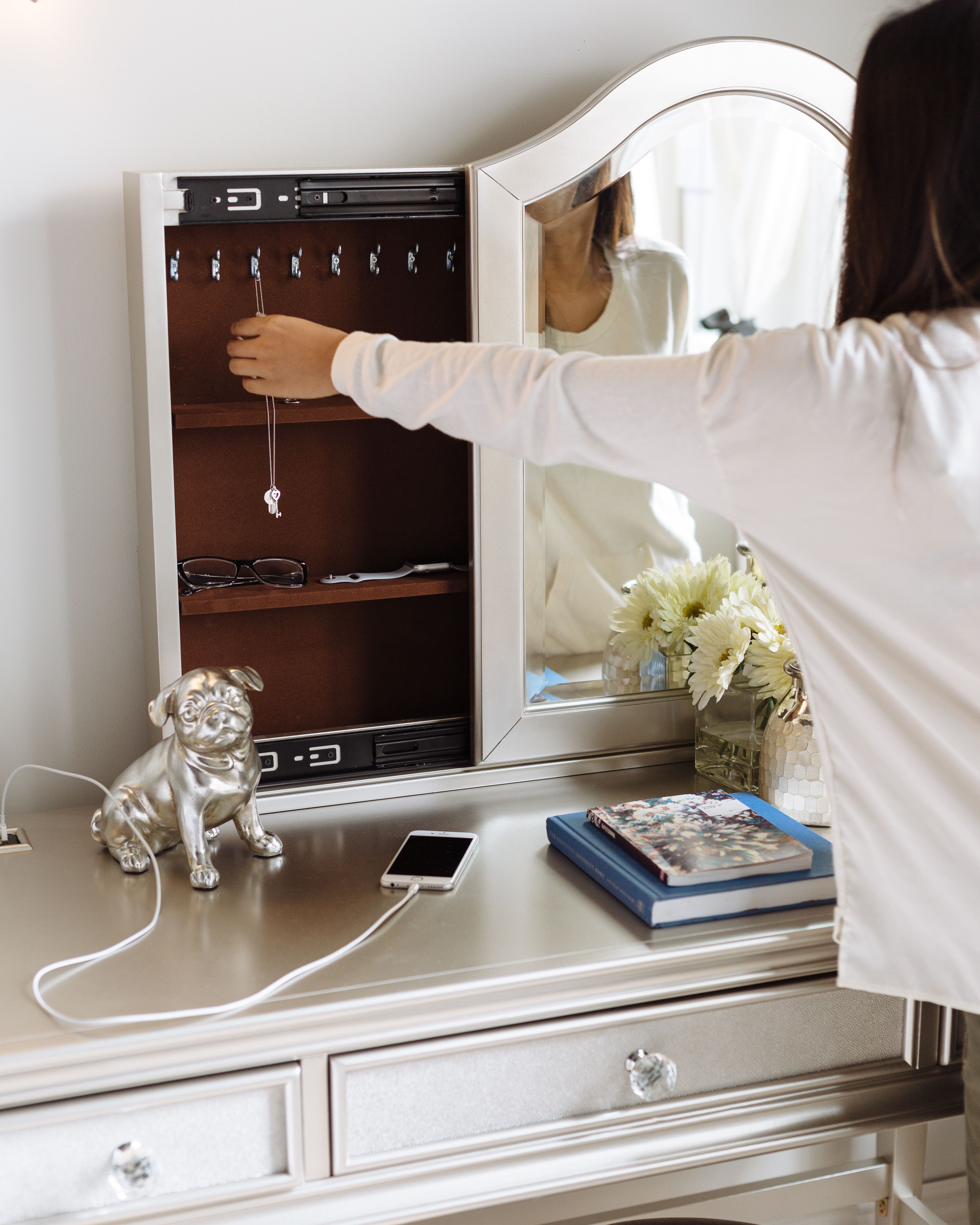Transitional Youth Vanity Mirror with Adjustable Shelves