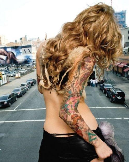 Cute curls, cute tattoos!