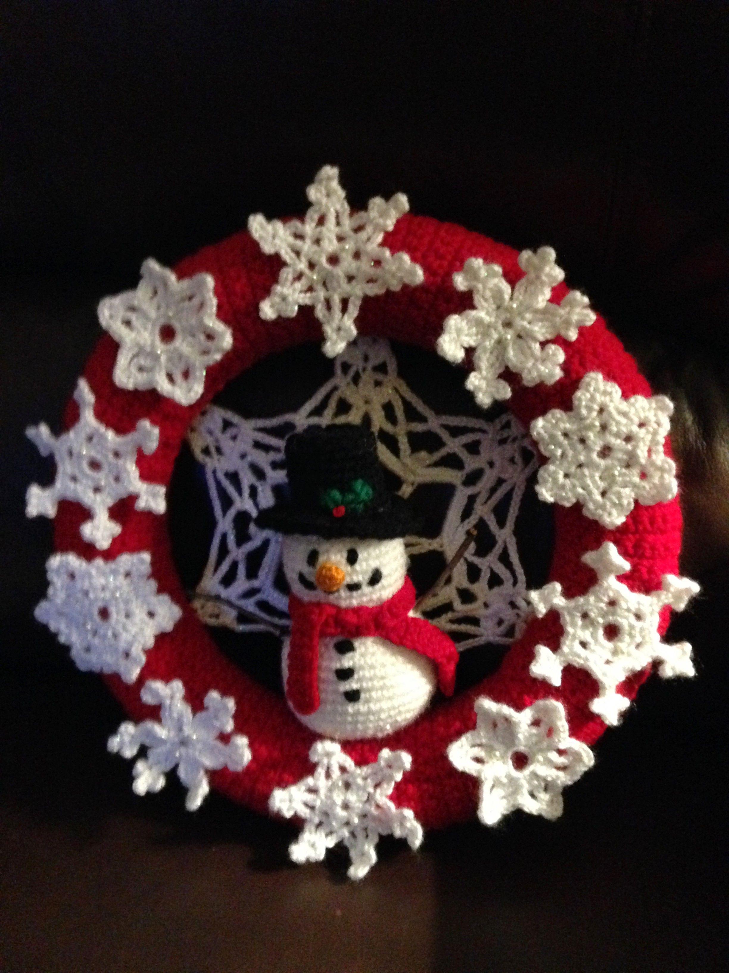 Crocheted Wreath Snowman Wreath 1 Christmas Crochet Patterns Christmas Crochet Crochet Wreath