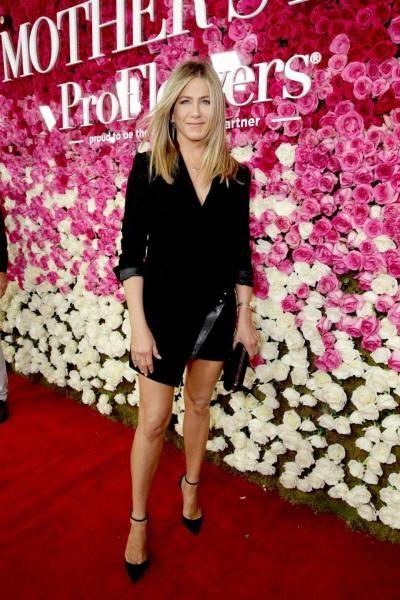 """People tarafından """"2016'nın en güzel kadını"""" seçilen Jennifer Aniston, derginin Mayıs 2016 sayısının kapağında yer aldı. Oyunculuk kariyerinin yanında Meksika'da bir öksüzler evini işleten Aniston, bunun için birçok reklama ve televizyon şovuna çıktı ve para topladı. ♥♥♥"""