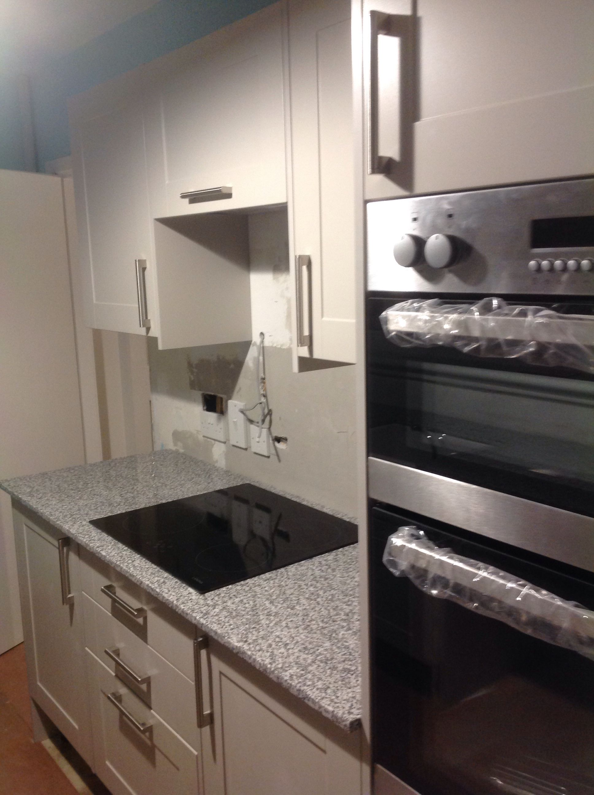 Home kitchen collection kitchen families glendevon family glendevon - Howdens Burford Grey Kitchen And Granite Surfaces Just Fitted And I Love It