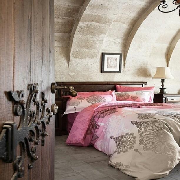 Sira Disi Tasarimiyla Evine Siklik Katarken Yuksek Performansiyla Kulaklarinin Pasini Silsi Bedroom Interior Interior Design Bedroom Interior Design