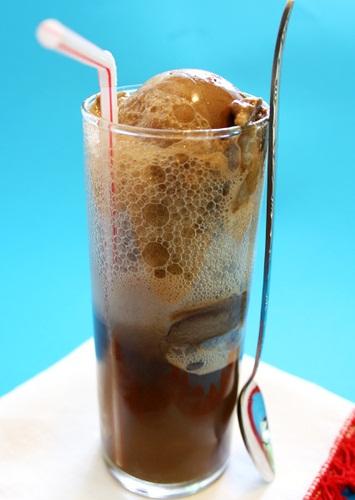 Dairy-Free and Vegan Root Beer Ice Cream #rootbeerfloat