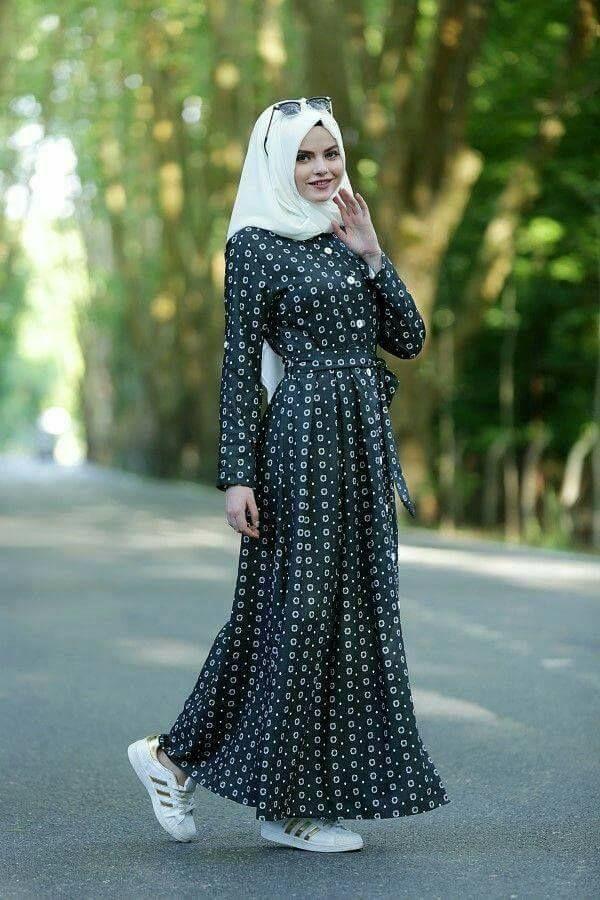 Hijab mode 2019  55 robes longues pour femme voilée chic et élégantes pour  votre inspiration