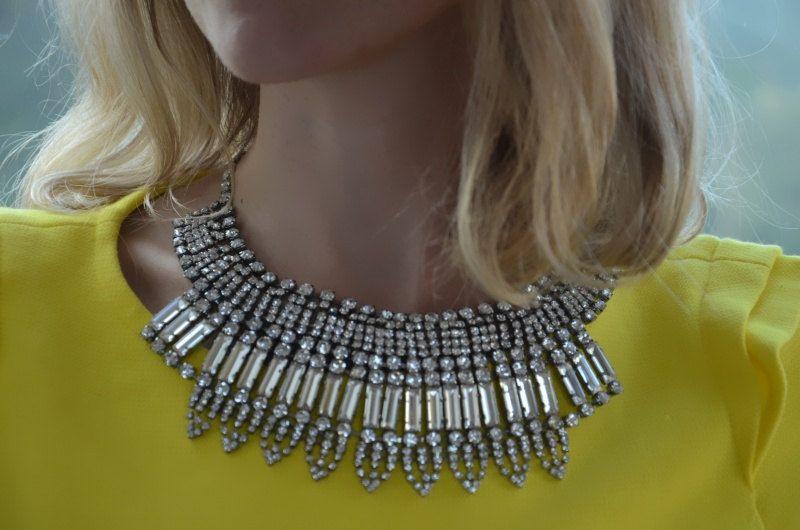 Stunning rhinestones statement necklace
