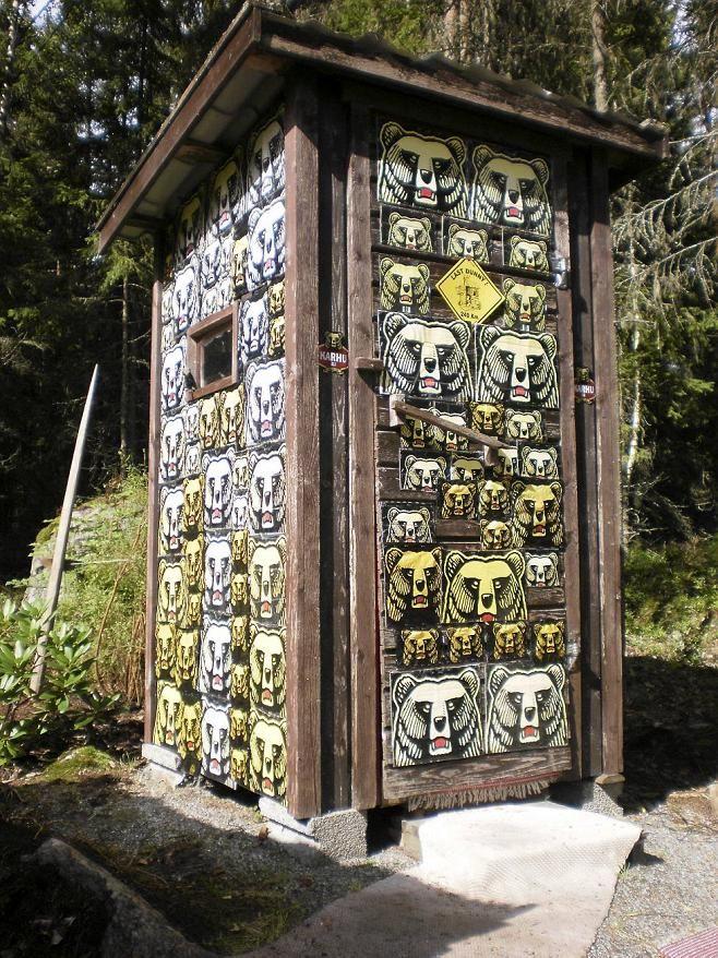 Huussi   Karhu   WC