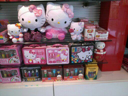 Hello Kitty Wedding Gift: Hello Kitty Display At Gift Shop Las Vegas