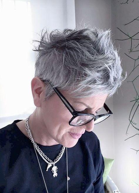 Pin di oribel su hair nel 2020 | Capelli grigi, Bellezza ...