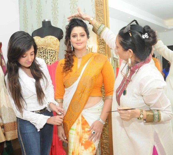 Beautiful Indian Actress Nagma In Yellow Saree (With ...