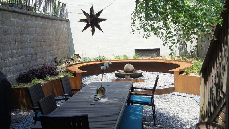 Sitzplaetze-im-Garten-modern-Ideen-Cortenstahl-Bank Gartenarbeit - ideen garten modern