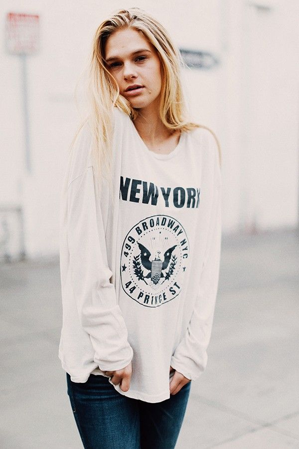 Brandy ♥ Melville | Samantha NY Broadway and Prince Top - Graphics