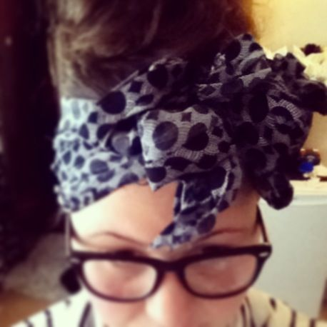 Make Your Own Head Wrap Strip Off A S Piece Of Fabric Fold It Once And Tie All The Ends In Bow Turns Out Looking Like Double