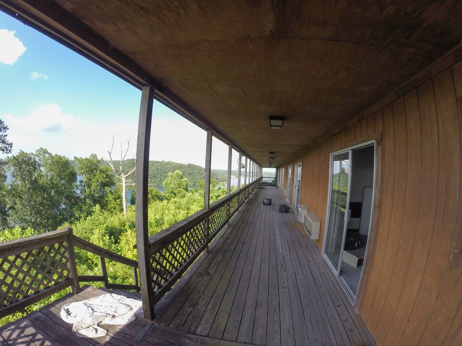Abandoned resort with a million dollar view on smith lake