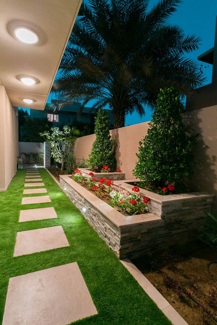 contemporary side yard design