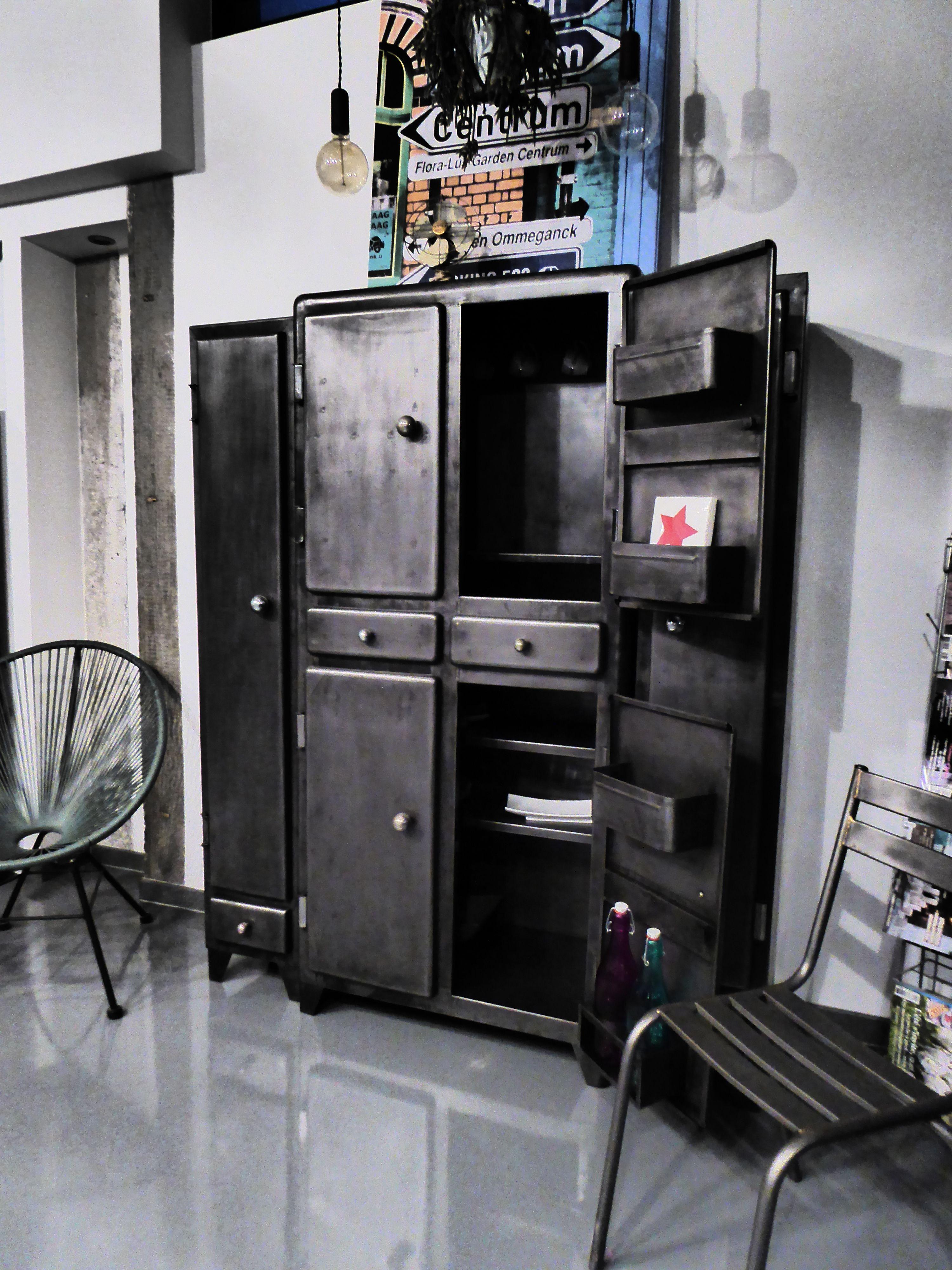Armoire vintage indus an 50 39 vous propose ce meuble ancien restaur des - Meuble ancien restaure ...