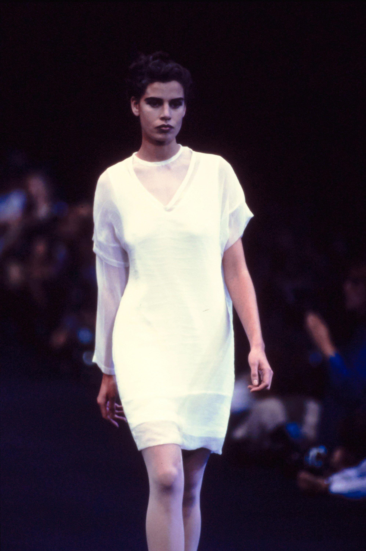 480b50eb8c9851 Comme des Garçons Spring 1991 Ready-to-Wear Fashion Show