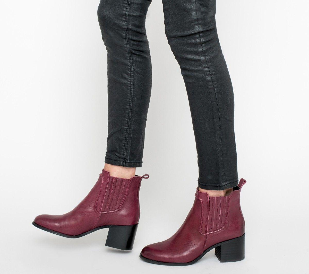 complet dans les spécifications pas cher magasin en ligne Boots cuir rouge à élastiques piqués rouge foncé | Things I ...
