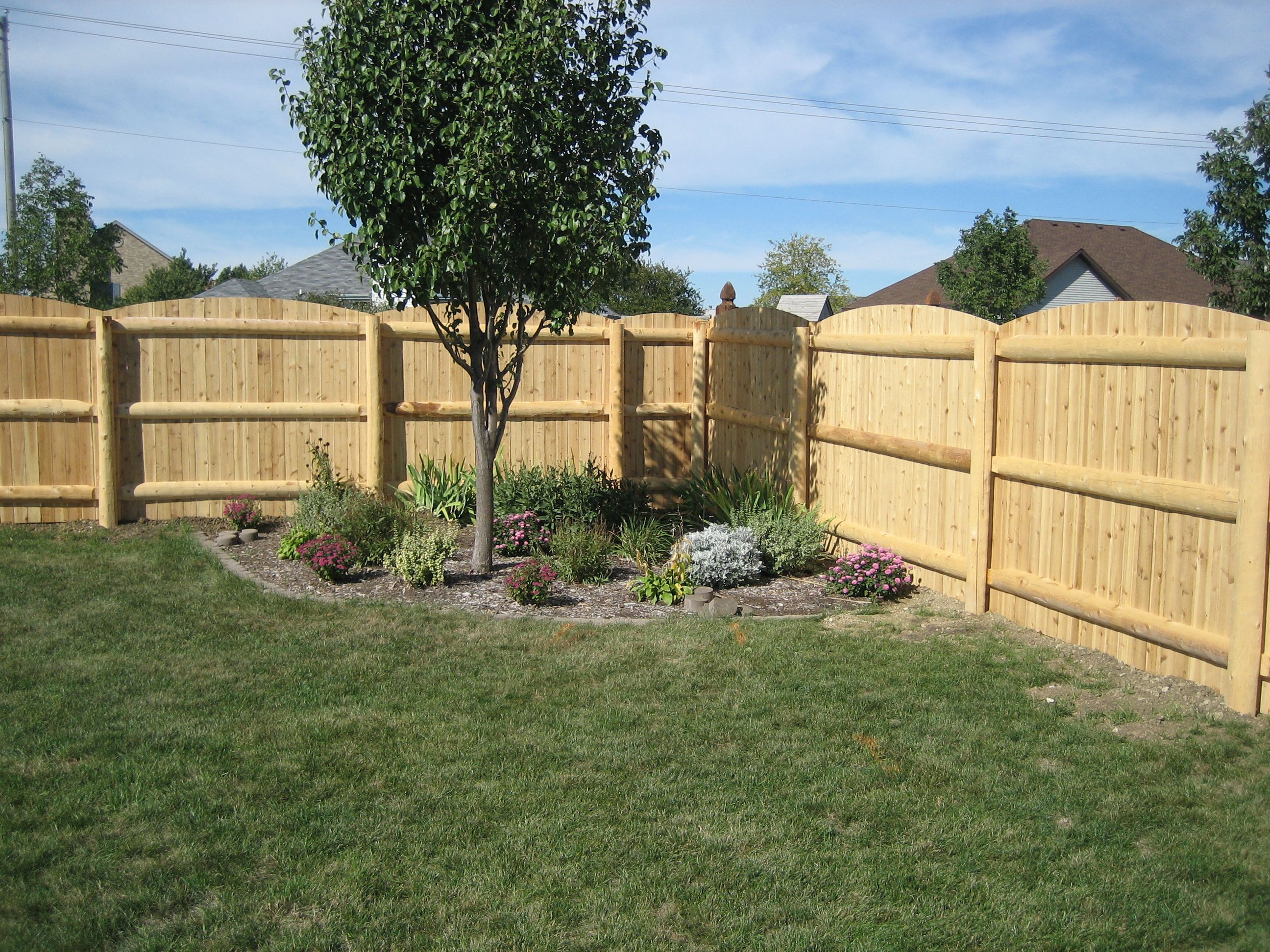 Rustic Privacy Fence With Round Post And 1 2 Log Framing Cedar Fence Posts Wood Fence Post Lawn Decor