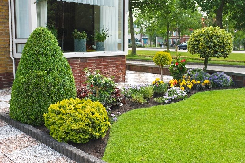 Garden Ideas For The Front Of The House With Images Small