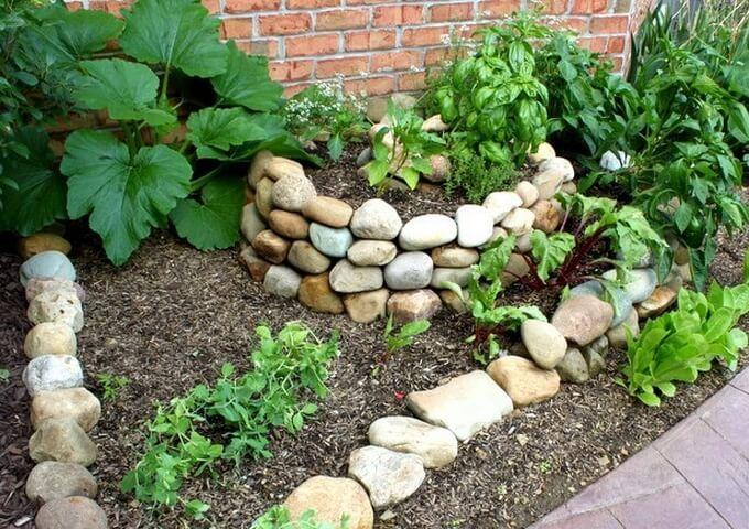 Mesmerizing Garden Decor Projects Small vegetable gardens and Gardens