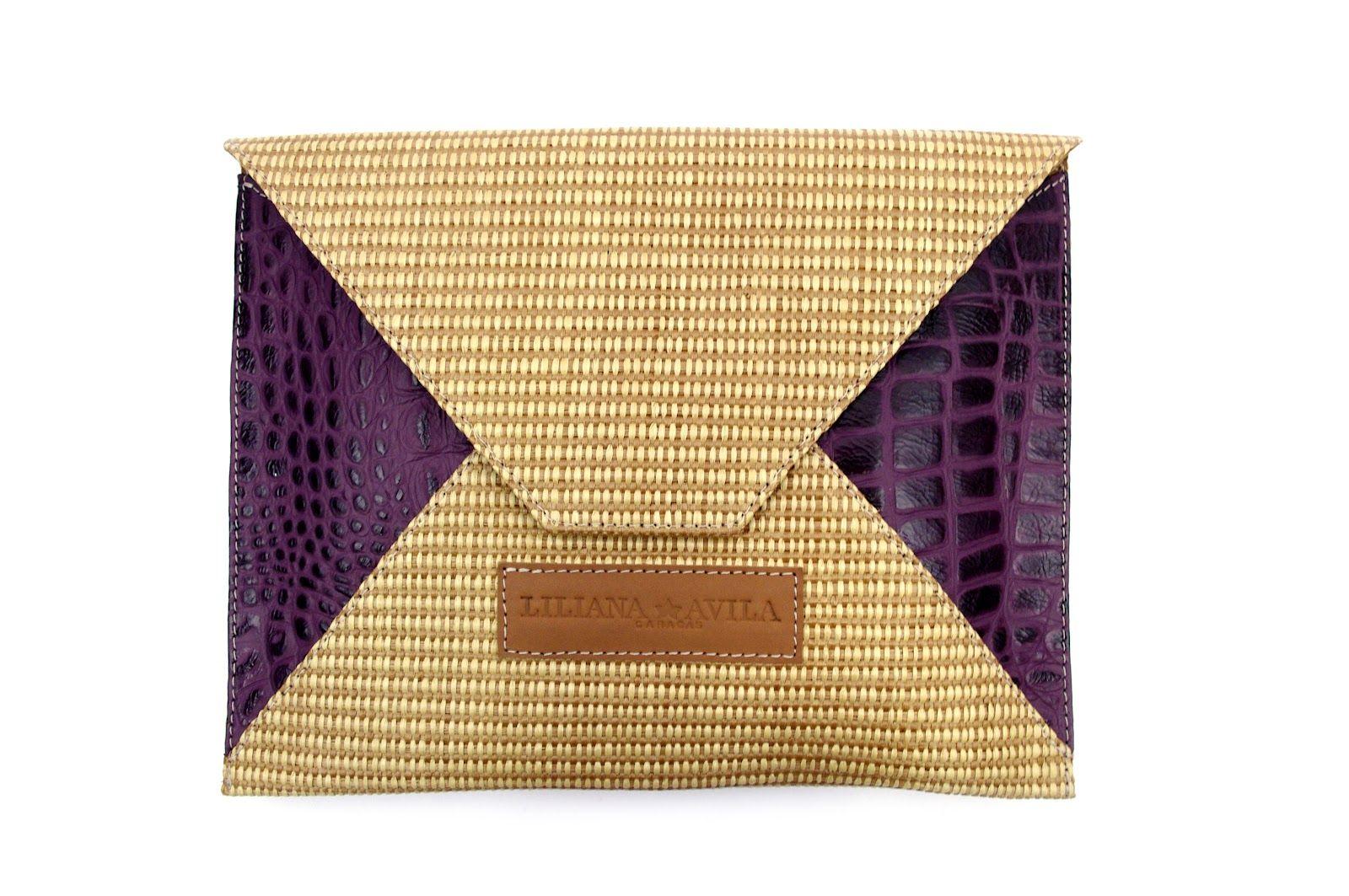 1f4742235 Cartera tipo sobre en pajilla y cuero troquela tipo cocodrilo diseño de  Liliana Ávila.