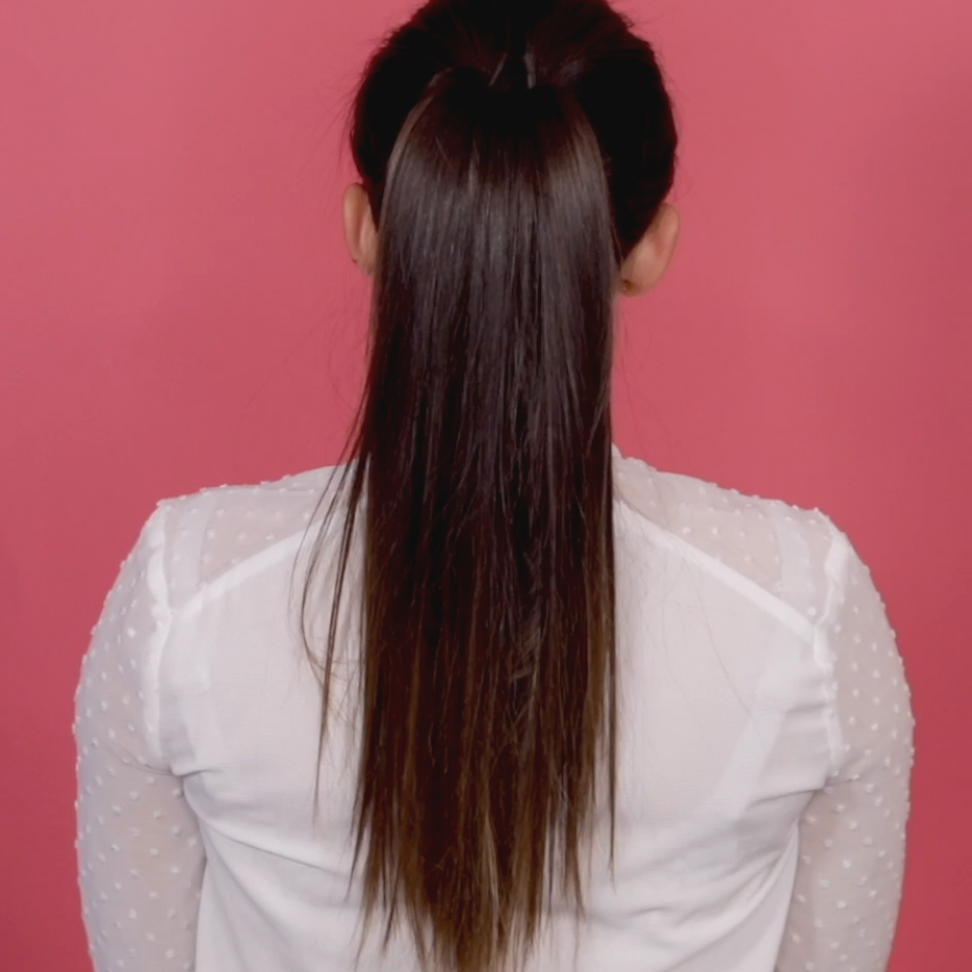 In Wenigen Steps Sieht Dein Pferdeschwanz Voller Aus Mehr Tolle Hairstyles Zum Nachmachen Findest Du Bei Lass Dich A In 2020 Long Hair Styles Hair Styles Hair