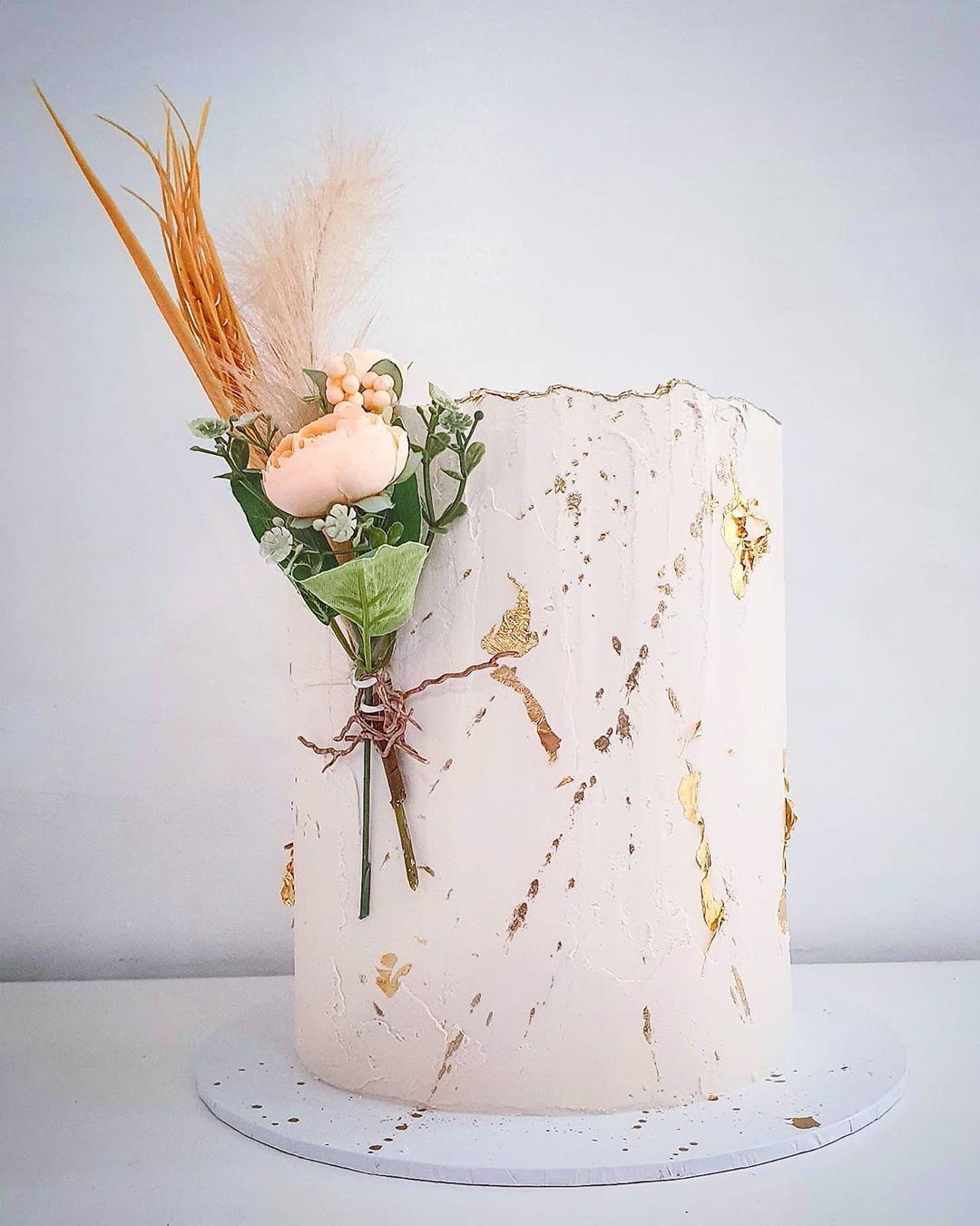 "C A K E S B Y H A N A N on Instagram: ""💗💗💗 . . . #cake_me_pretty #instalove #instadaily #instalike #instagramhub #igers #sweet16 #food #instamood #instago #cakes #foodie #cake…"""